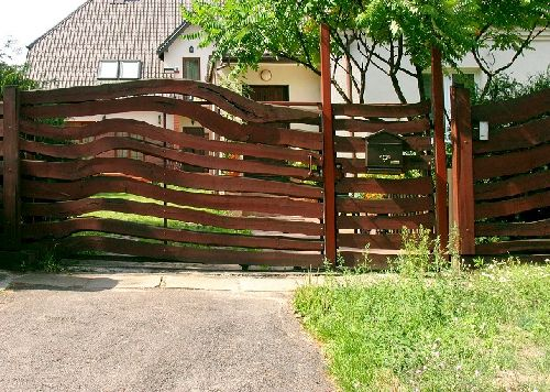 Заборы из дерева для дачи