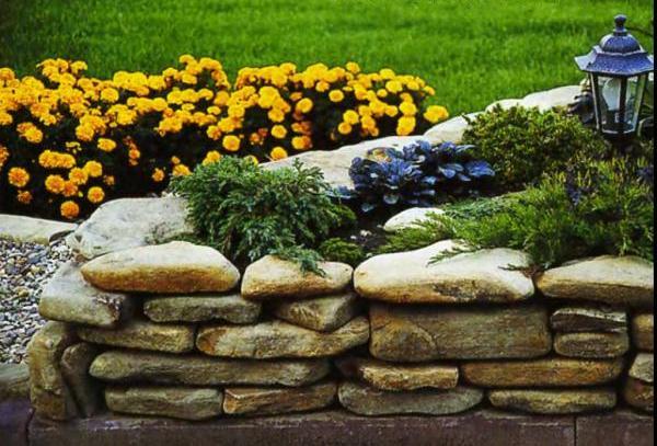 Декоративный камень для клумб