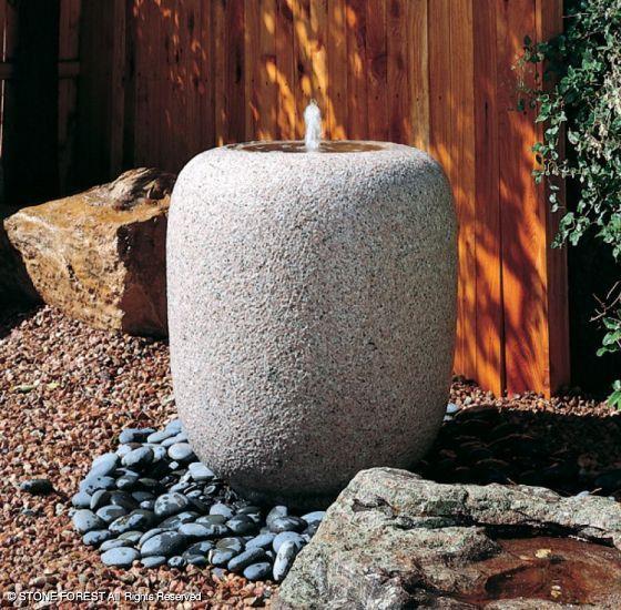 Украшение сада камнями