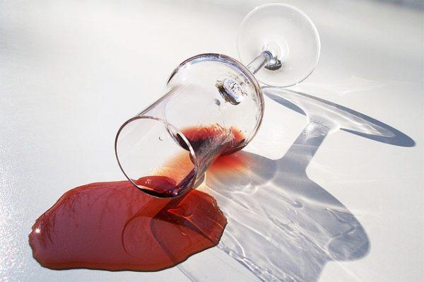 вино разлито