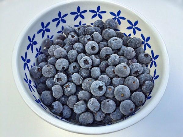 ягода в тарелке