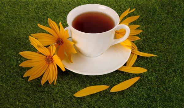 чай на блюдце