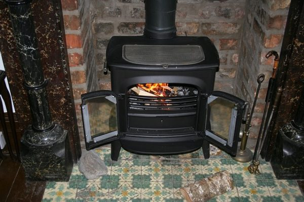 печка на даче топится